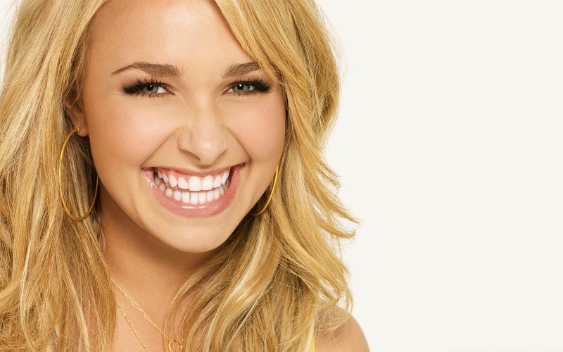 hayden-panettiere-13-widescreen-wallpaper
